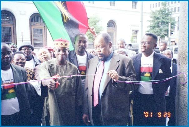Dim Ojukwu and Ralph Uwazuruike Washington DC, Sept 2001